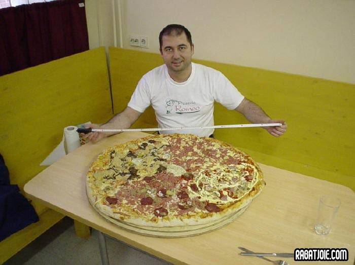 Poze MaxFun.ro » Huge pizza